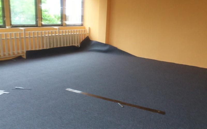 Pohled na rozložený koberec