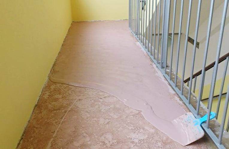 Vyrovnání podlahy stěrkou